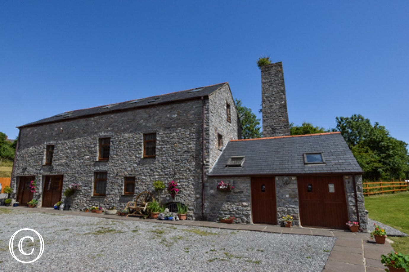 self catering Pembrokeshire accommodation is within a converted 17th century water mill in Pembroke.