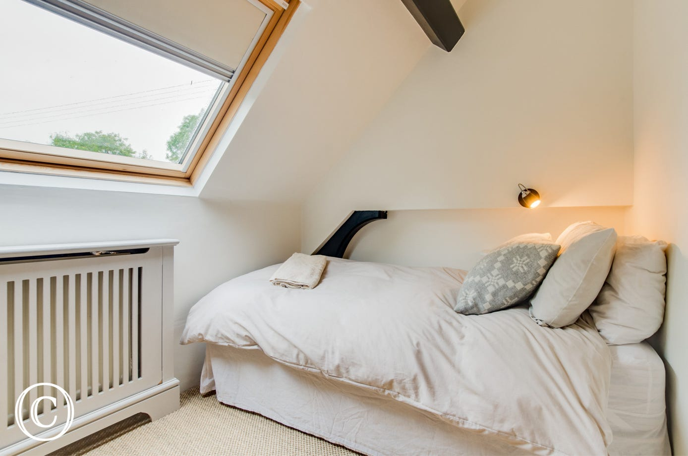 Snuggle down in the cosy single bedroom