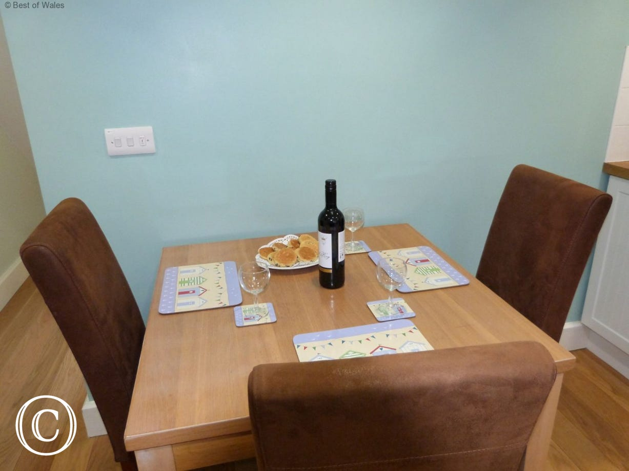 Dining table for up to 4 guests