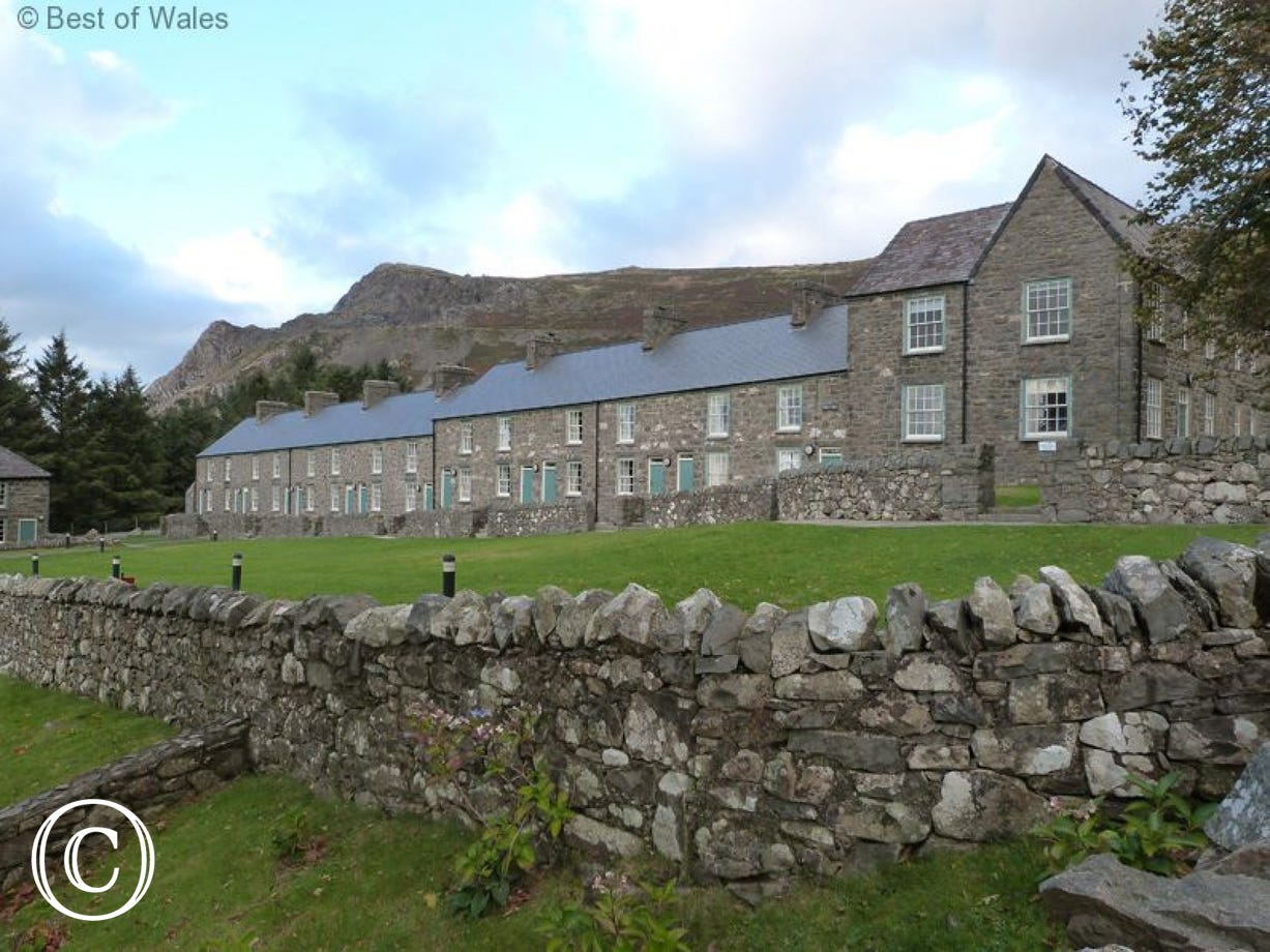 Gorllwyn stands in a row of quarryman's cottages with great views