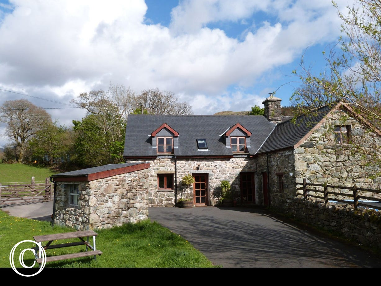 Pet-friendly Dolgellau holiday cottage in Snowdonia, North Wales