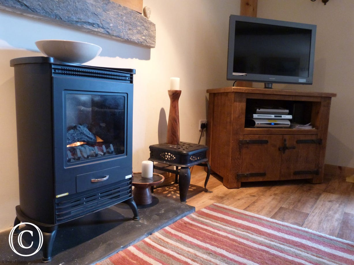 This cosy cottage has oil central heating and an electric fire stove