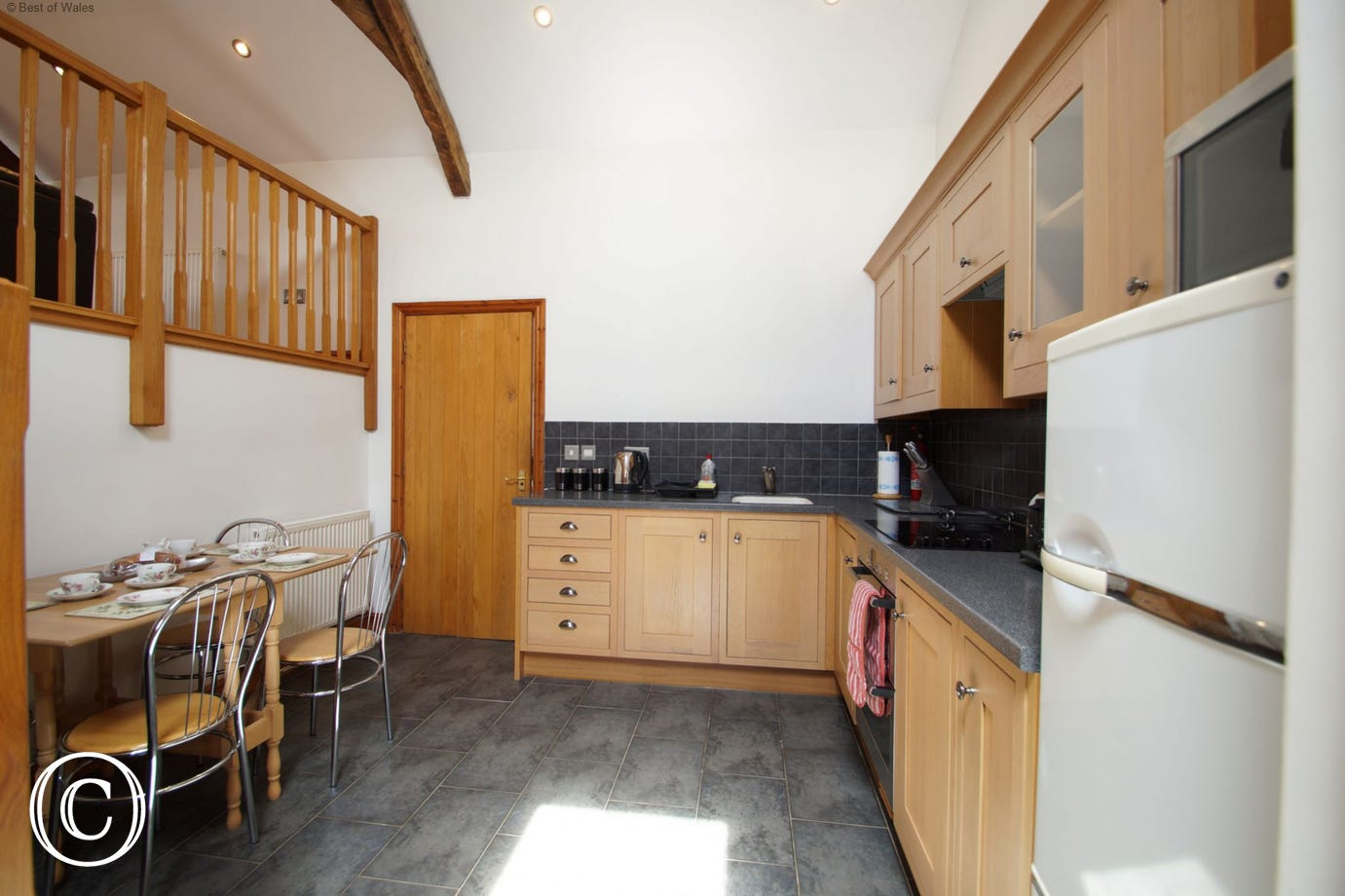 Cottage with modern fitted kitchen and dinning area for 4