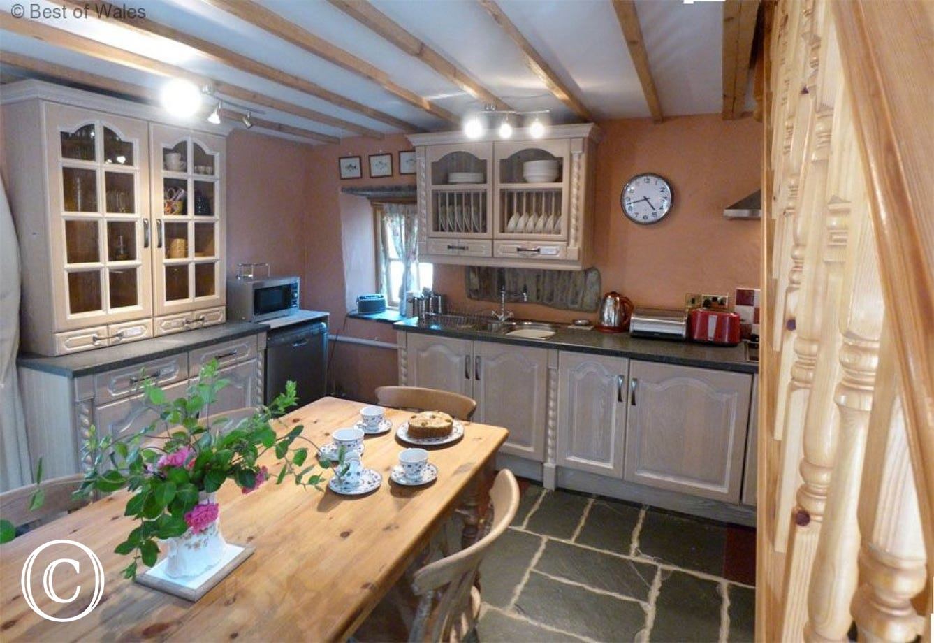Stabal yr Eglwys Luxury holiday cottage - kicthen area