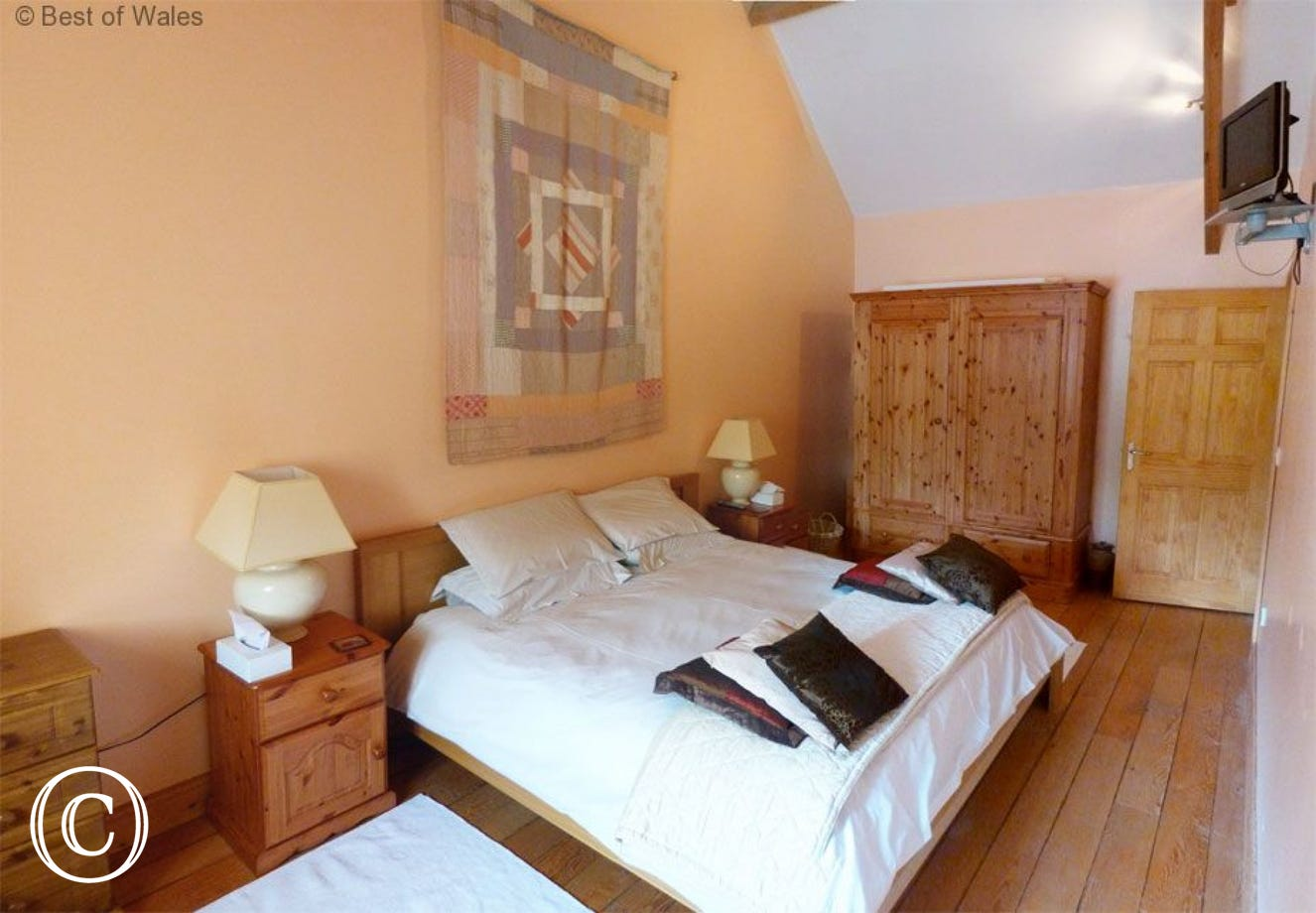 Stabal yr Eglwys Luxury holiday cottage - Master bedroom