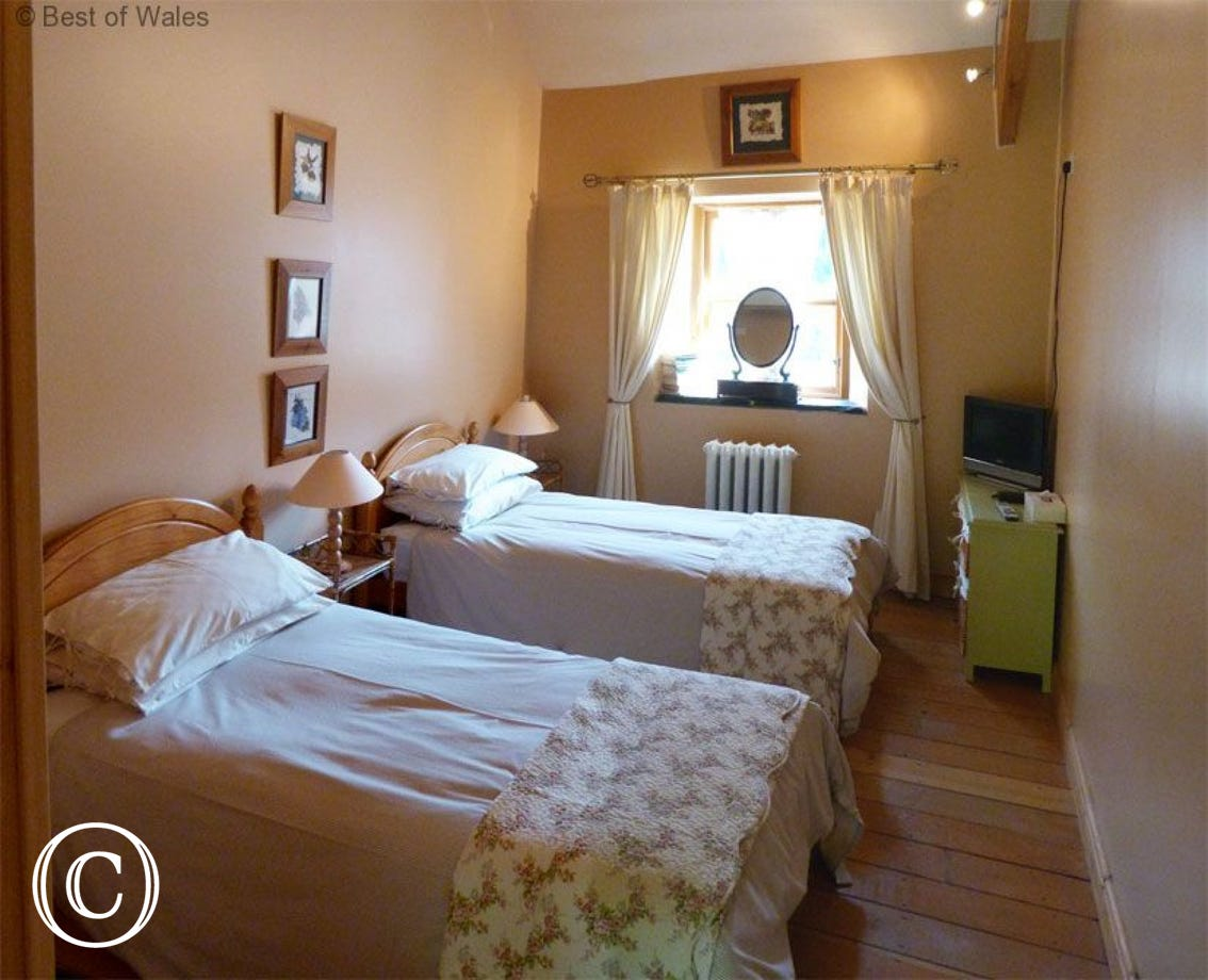 Stabal yr Eglwys Luxury holiday cottage -  twin bedroom
