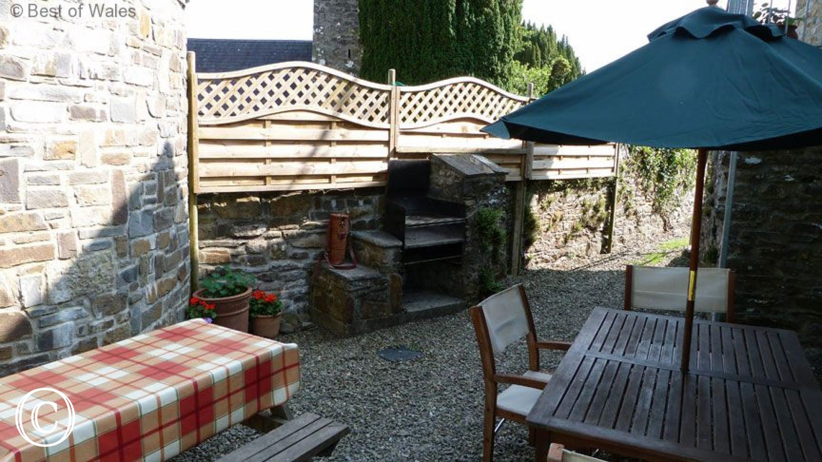 Stabal yr Eglwys Luxury holiday cottage - BBQ and Garden furniture