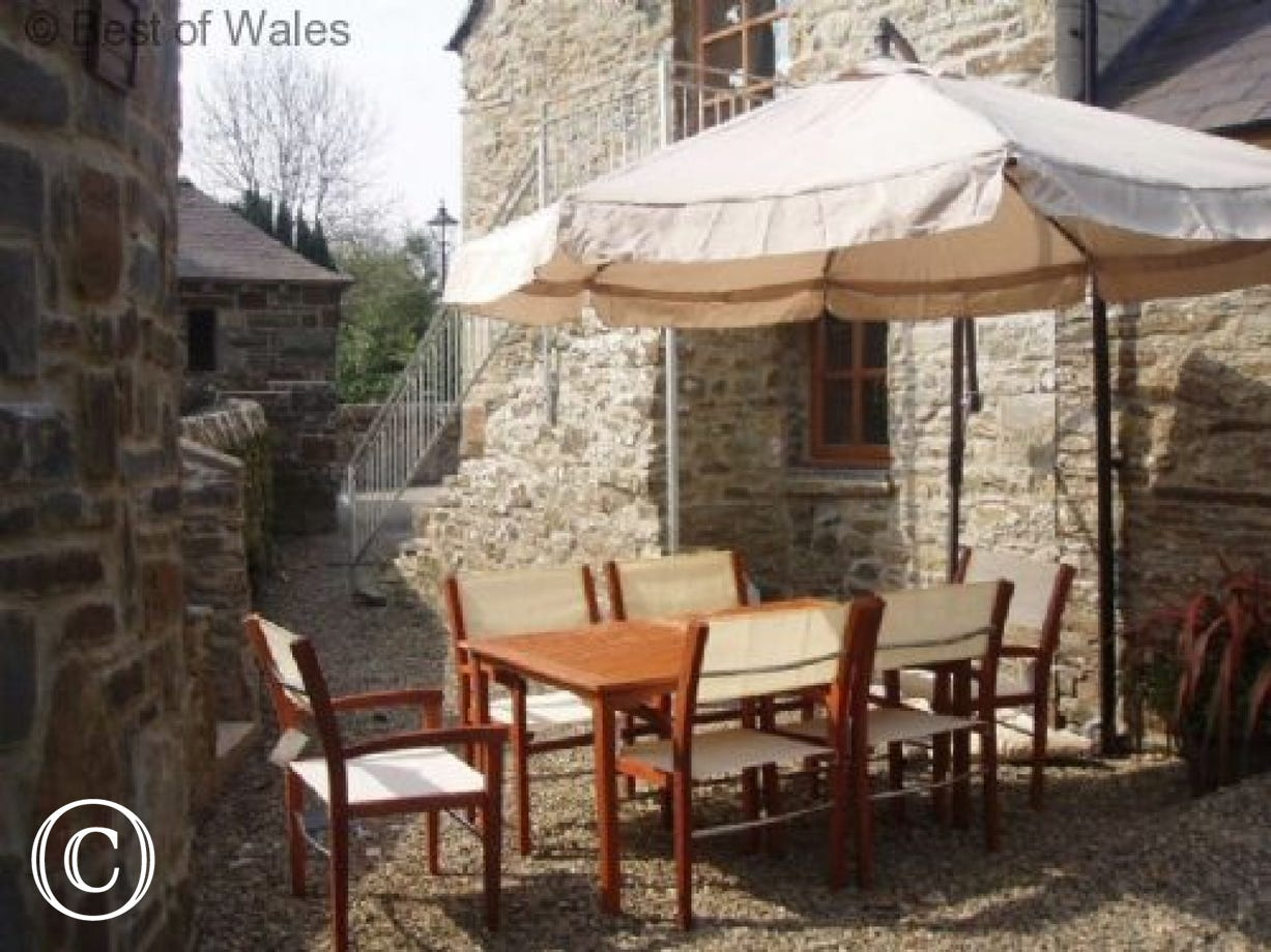Stabal yr Eglwys Luxury holiday accommodation - Family BBQ area