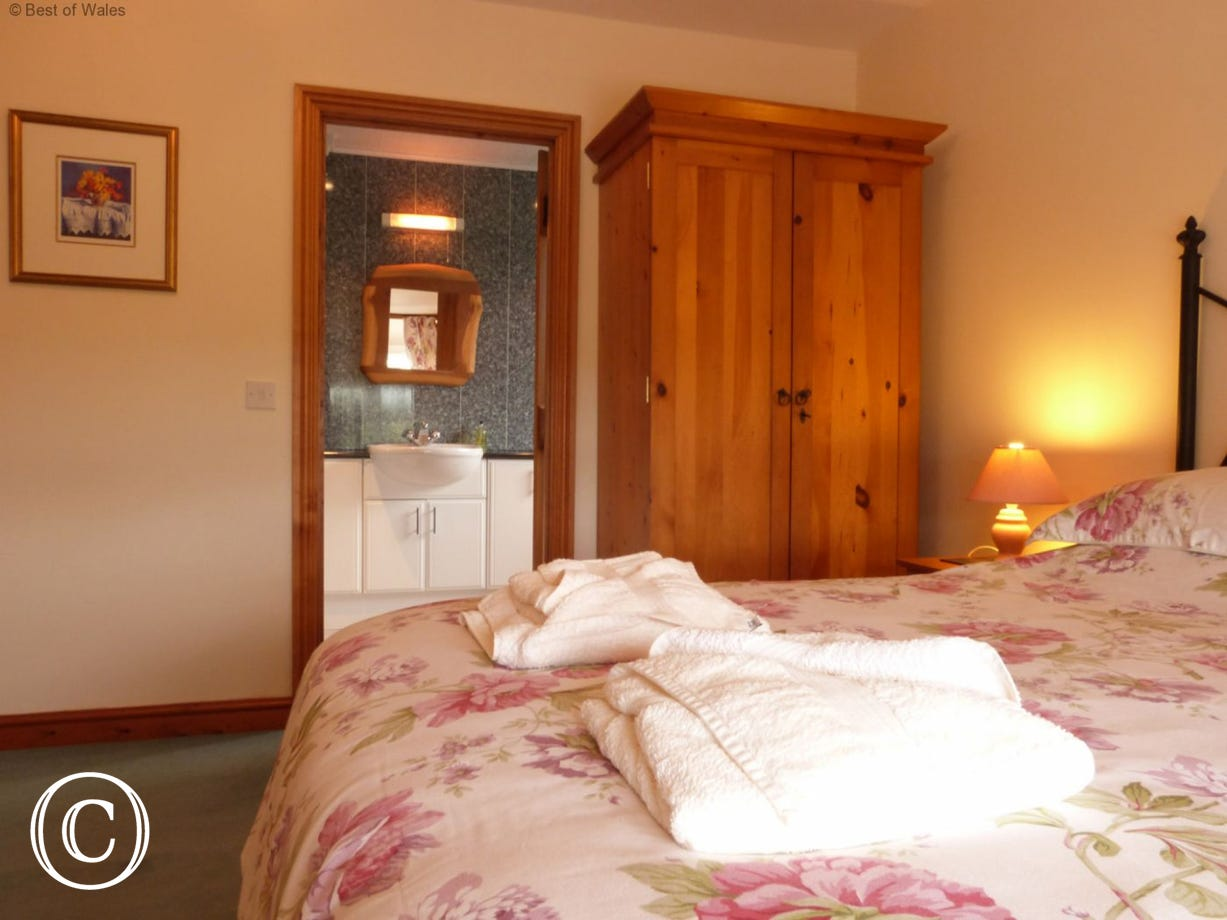 Criccieth self catering farmhouse with lovely countryside views