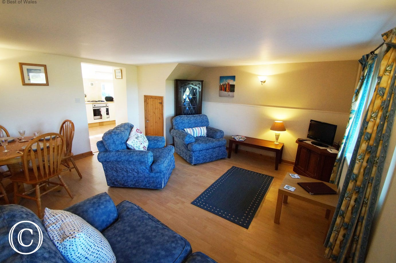 St Davids Self Catering - lounge area