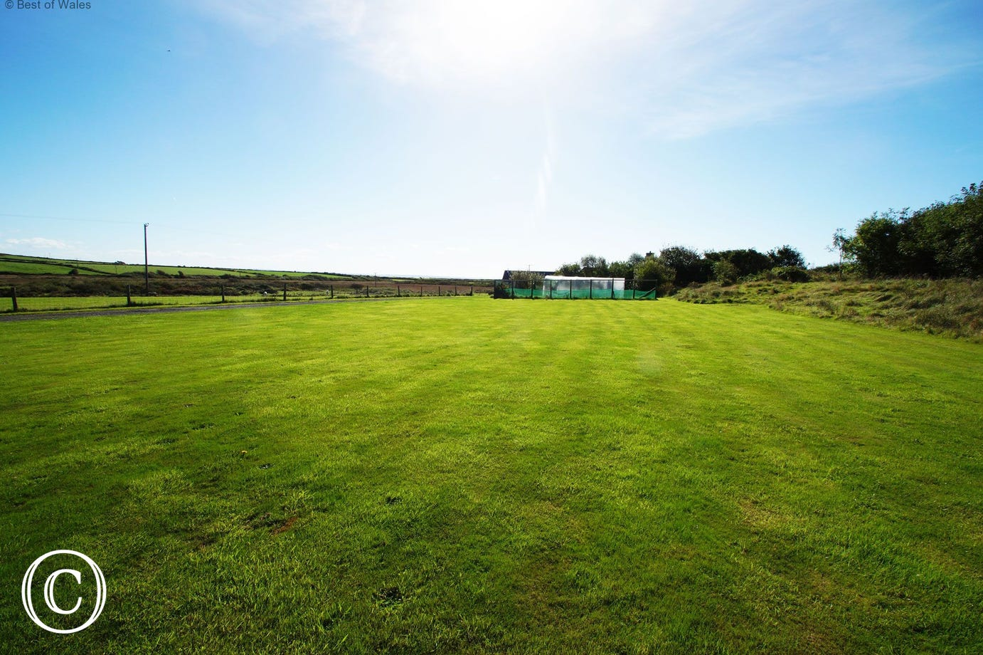 Large playing field ideal for rounders, cricket or football