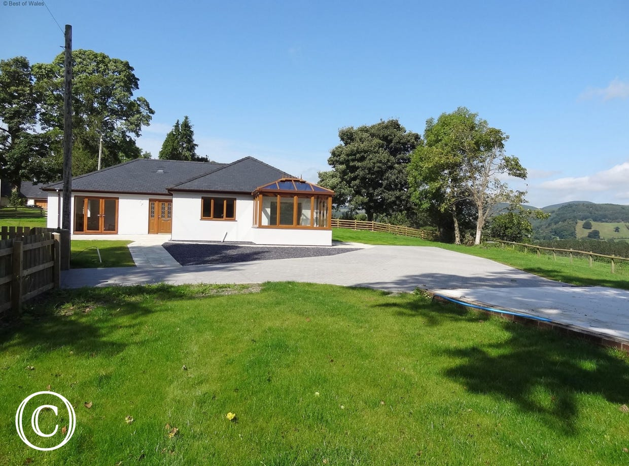 Detached Bala holiday cottage with a large enclosed garden