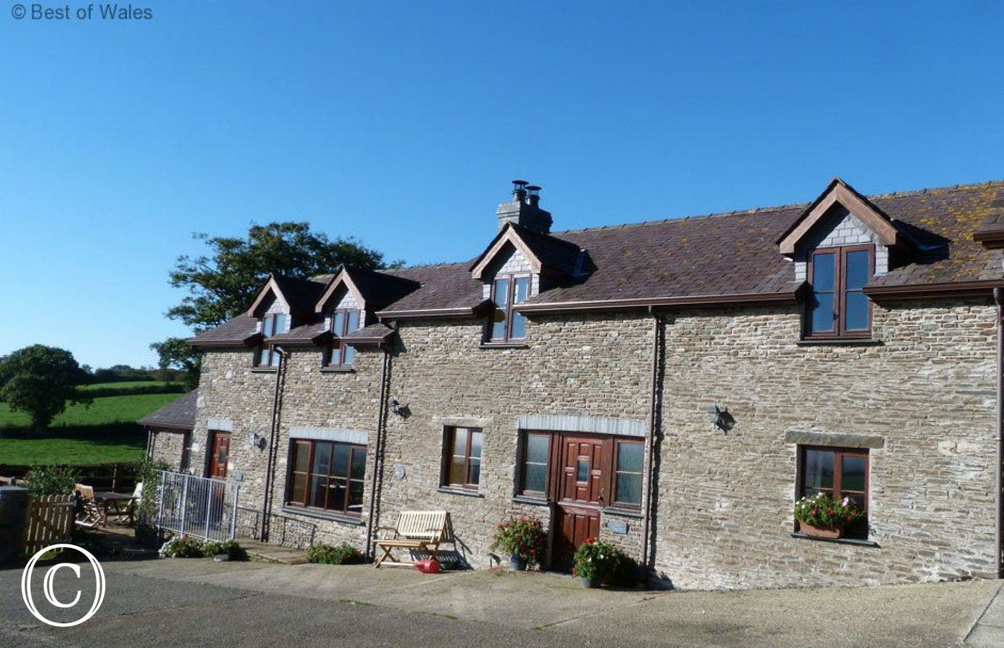 Hen Ysgubor Self Catering Holiday Cottage