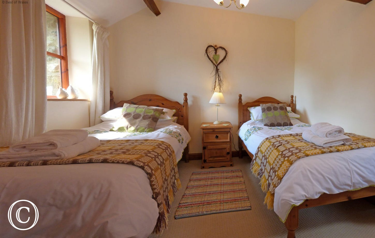 Cosy twin bedroom with an en suite shower room.