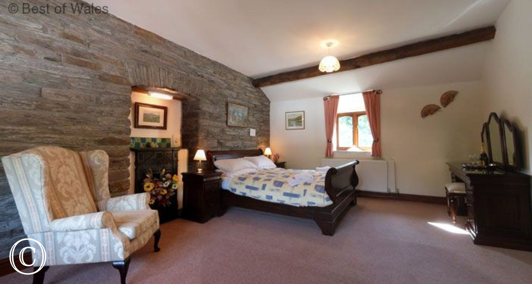 Very spacious upstairs double bedroom with sleigh bed & seating area