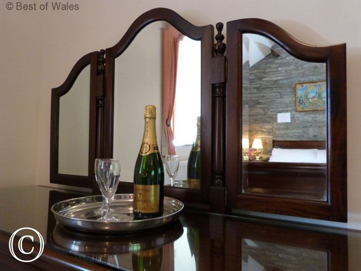 Treat yourself to a special holiday at this Aberdovey holiday cottage