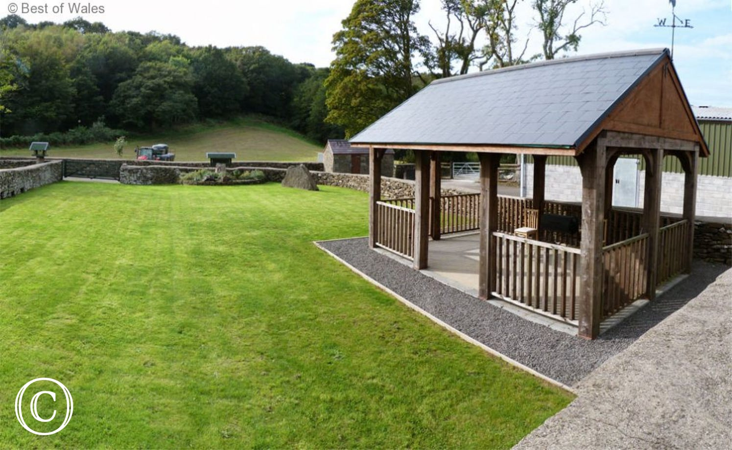 Wodden Gazebo and BBQ area -Ysgubor Tawe