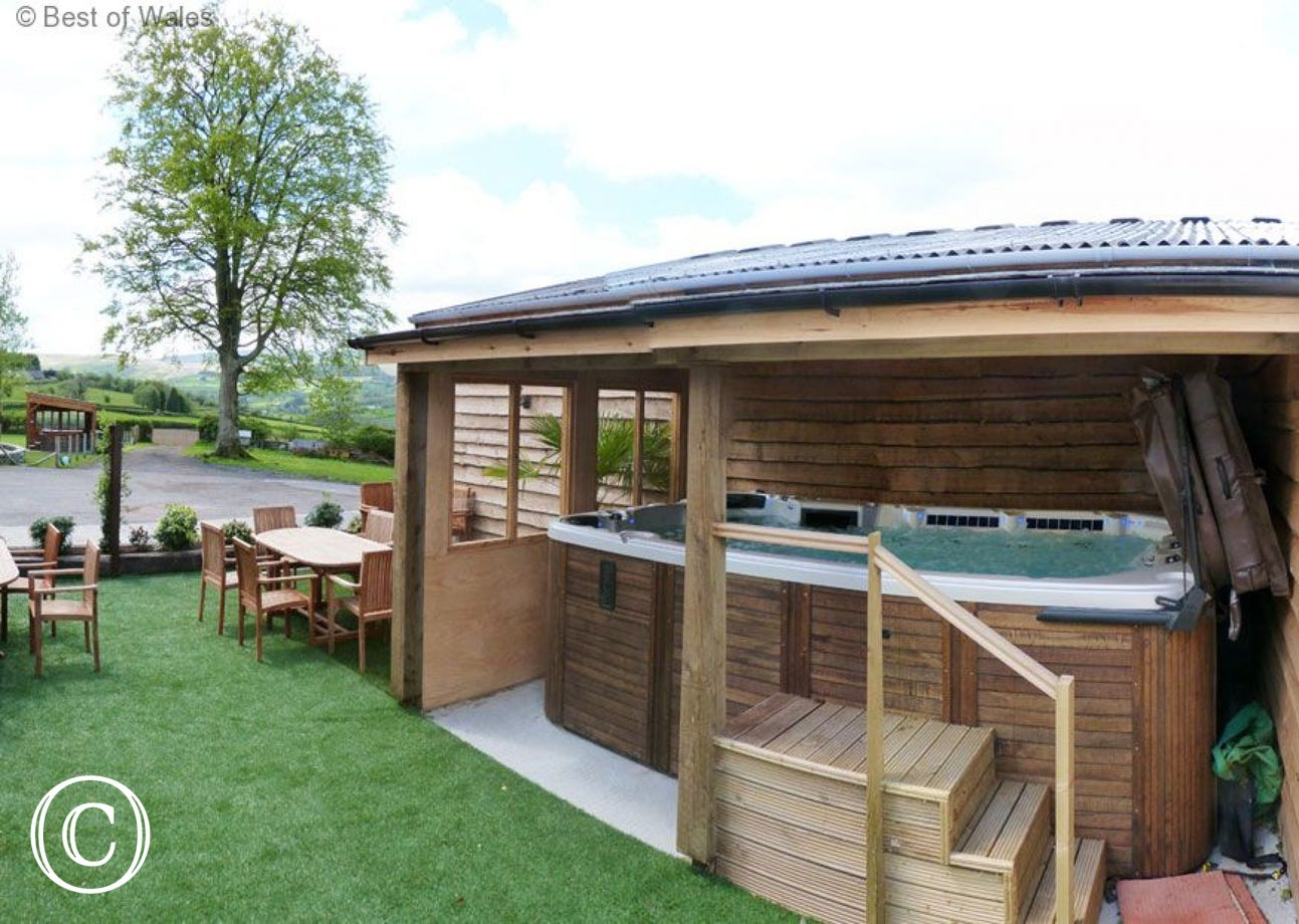 Shared use of swimspa with cottage next door
