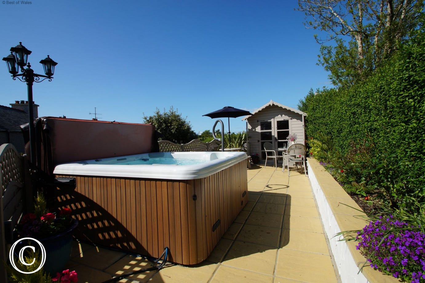 Enclosed garden & large hot tub