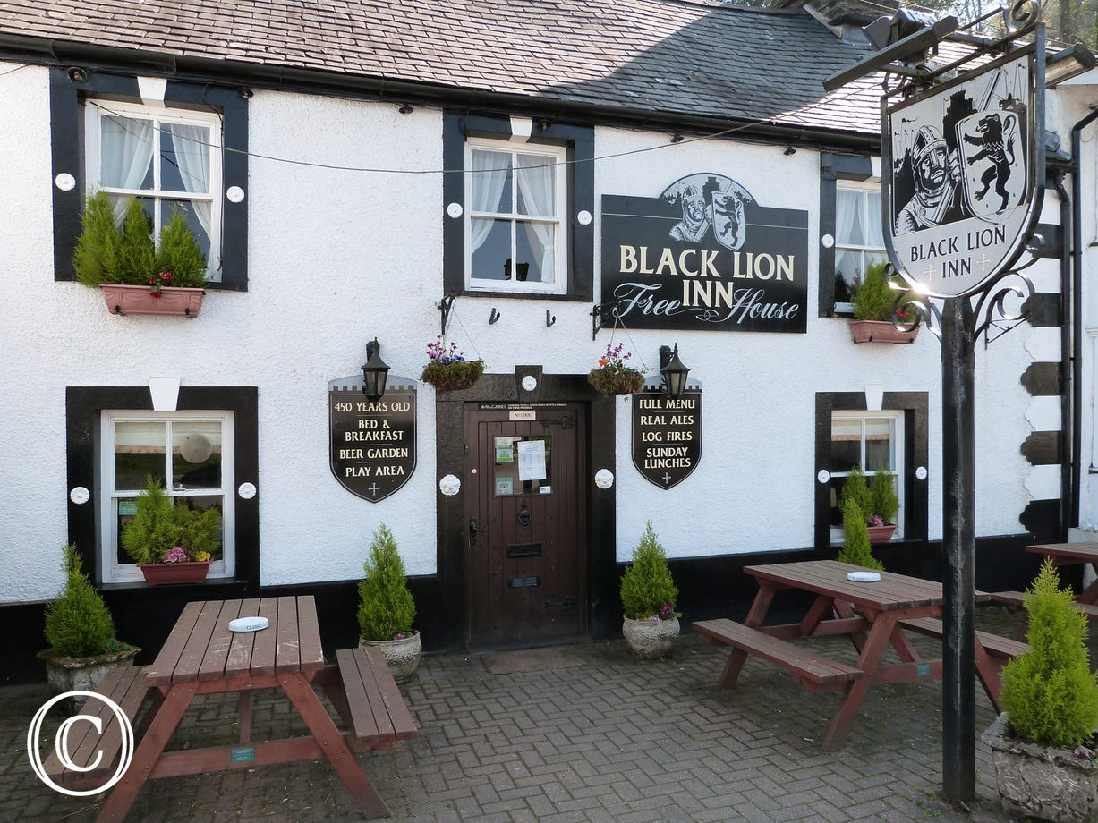 Lovely village pub / restaurant within a short walking distance