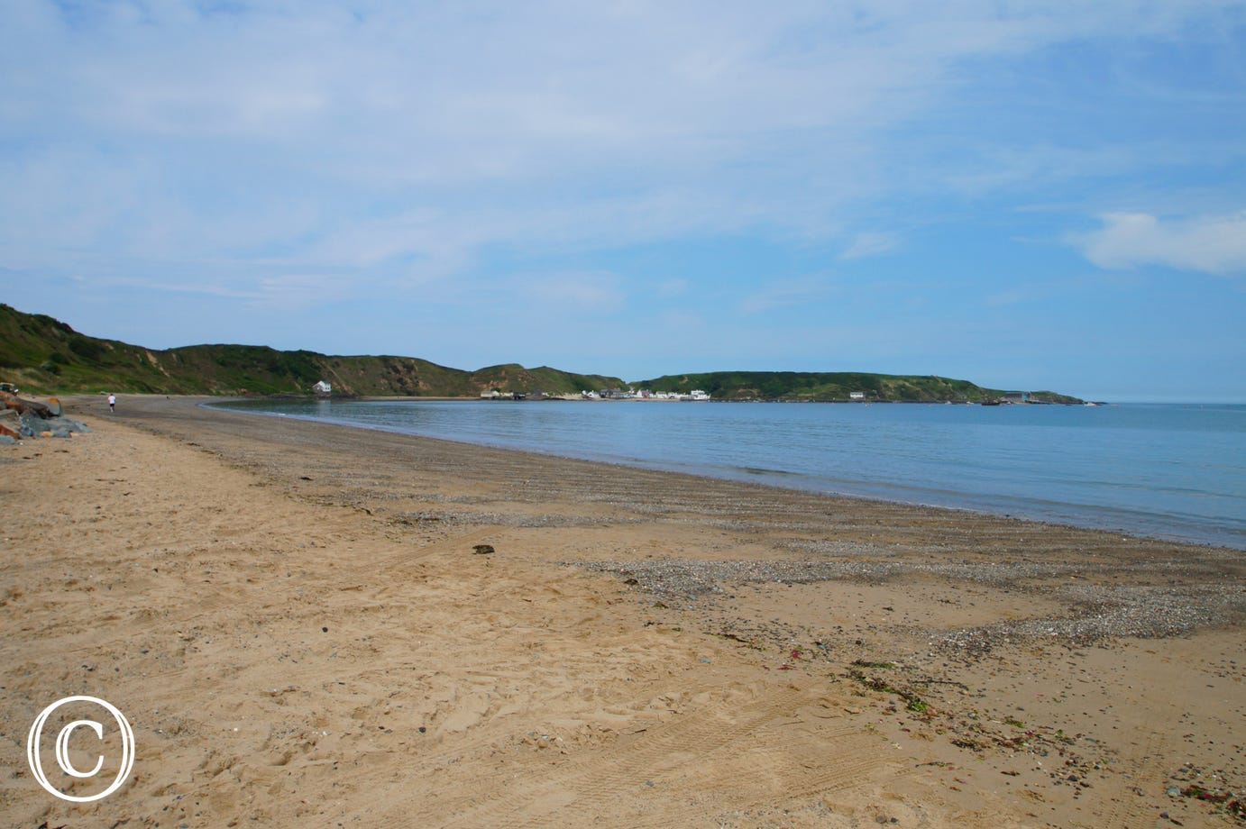 Morfa Nefyn beach leading to Ty Coch Inn at Porthdinllaen in the distance