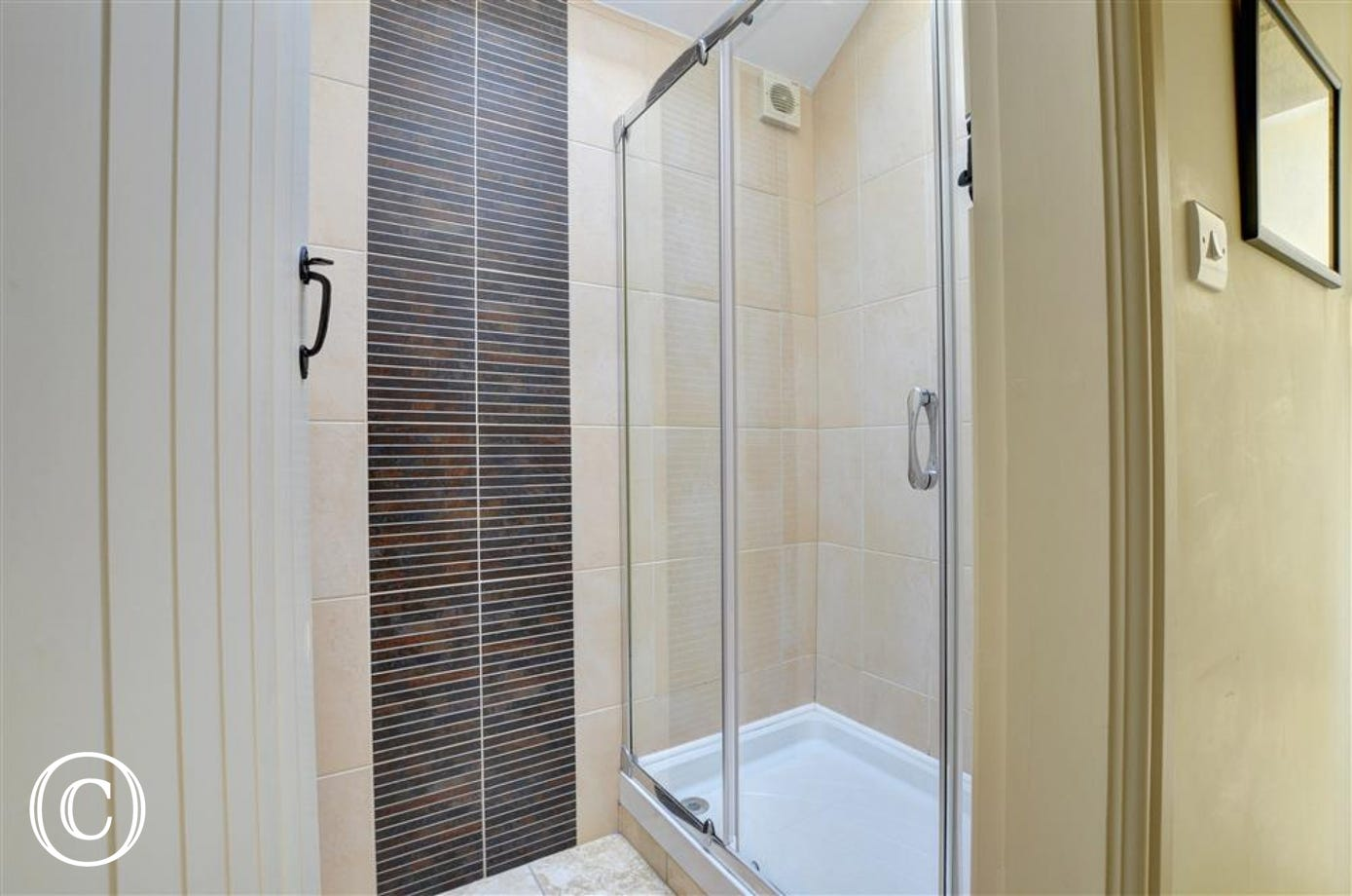 FL046 - Shower Room
