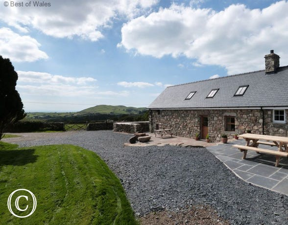 Self catering Tywyn cottage, North Wales with wonderful Sea View
