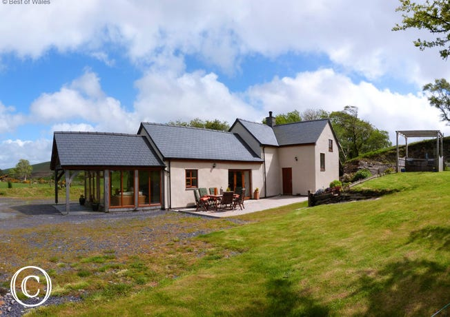 5 star holiday accommodation in North Wales countryside