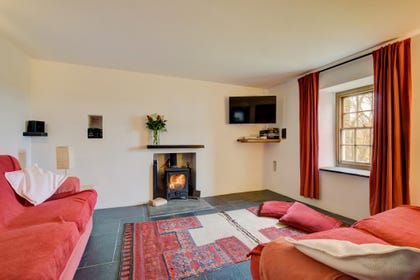 Cosy Pembrokeshire cottage holidays: harbour, beach & coastal path nearby