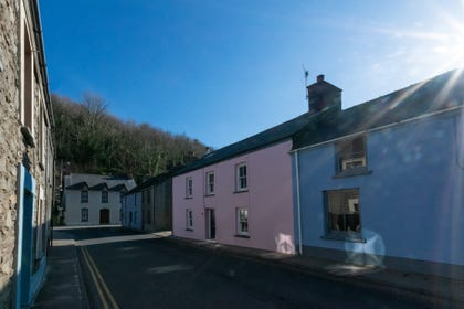 Cei Gwaun - The pink cottage