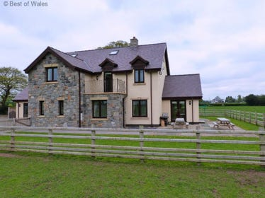 Luxury self-catering in North Wales - perfect for large families & groups
